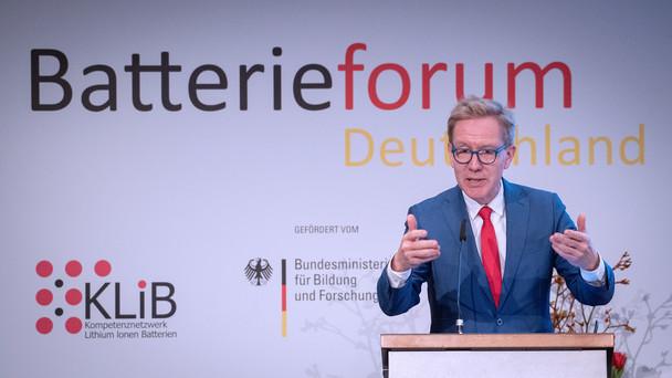 Wolf-Dieter Lukas, Staatssekretär im Bundesministerium für Bildung und Forschung, während seiner Rede im Rahmen des Batterieforums 2020.