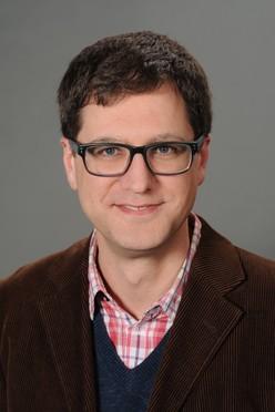 Alexander Goesmann ist Professor für Bioinformatik und Systembiologie an der Universität Gießen. Er ist Teilprojektleiter in einem der Leistungszentren des de.NBI-Netzwerks aus der BMBF-Förderung.