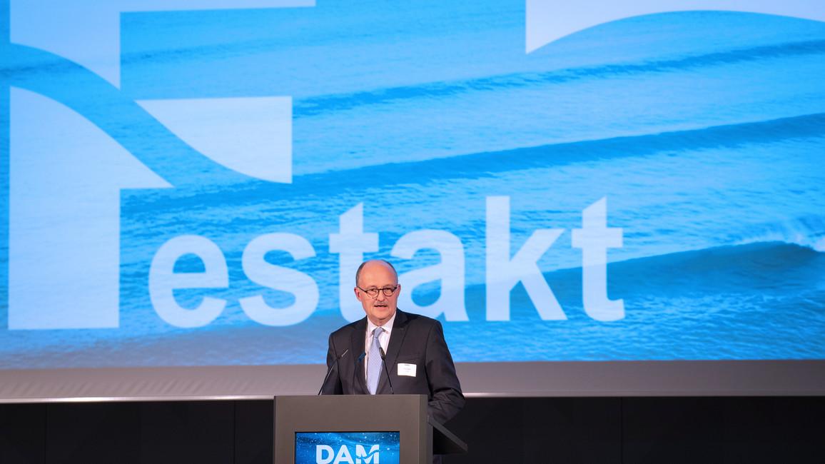 Michael Meister, Parlamentarischer Staatssekretär bei der Bundesministerin für Bildung und Forschung, während seiner Rede im Rahmen des Festaktes.