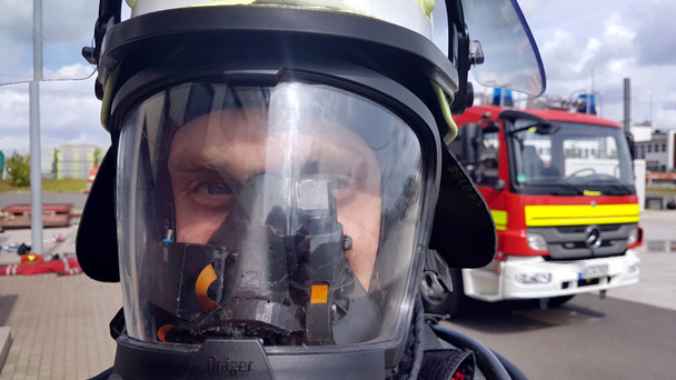 Das Display wird ins Visier des Atemschutzgerätes integriert und ist so immer im Blickfeld.