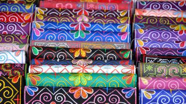 Seide, Kaschmir und viele andere Stoffe kommen aus Asien – natürlich über das Meer.