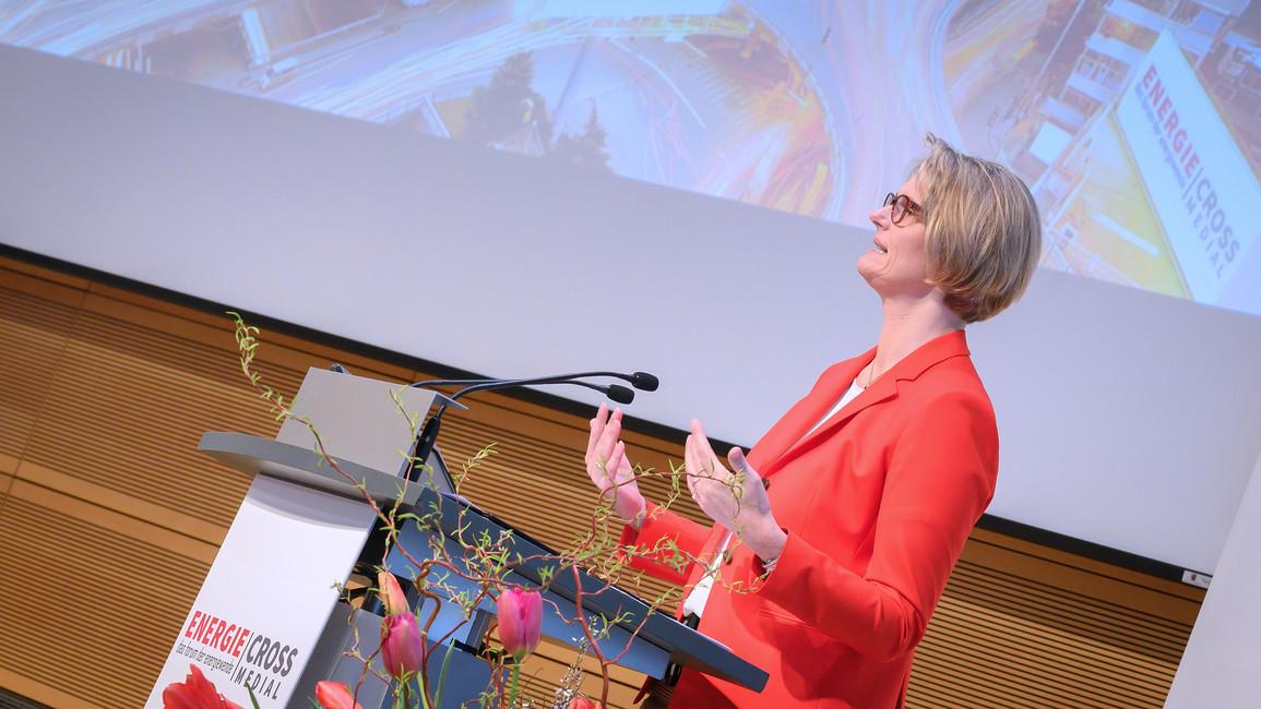 Bundesforschungsministerin Anja Karliczek eröffnet die ENERGIE CROSS MEDIAL in Berlin