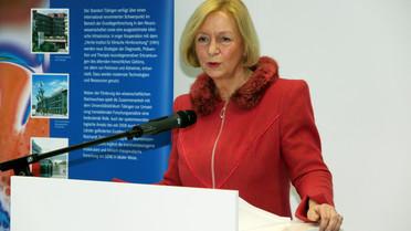 Johanna Wanka bei der Eröffnung des Neubaus des Deutschen Zentrums für Neurodegenerative Erkrankungen in Tübingen.