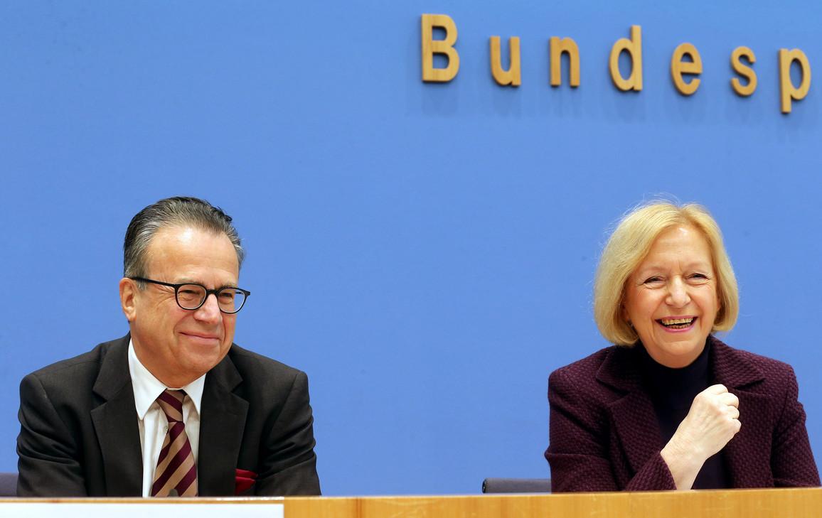 Flüchtlinge in Ausbildung bringen: Frank-Jürgen Weise, Vorsitzender der Bundesagentur für Arbeit, und Bundesministerin Johanna Wanka in Berlin