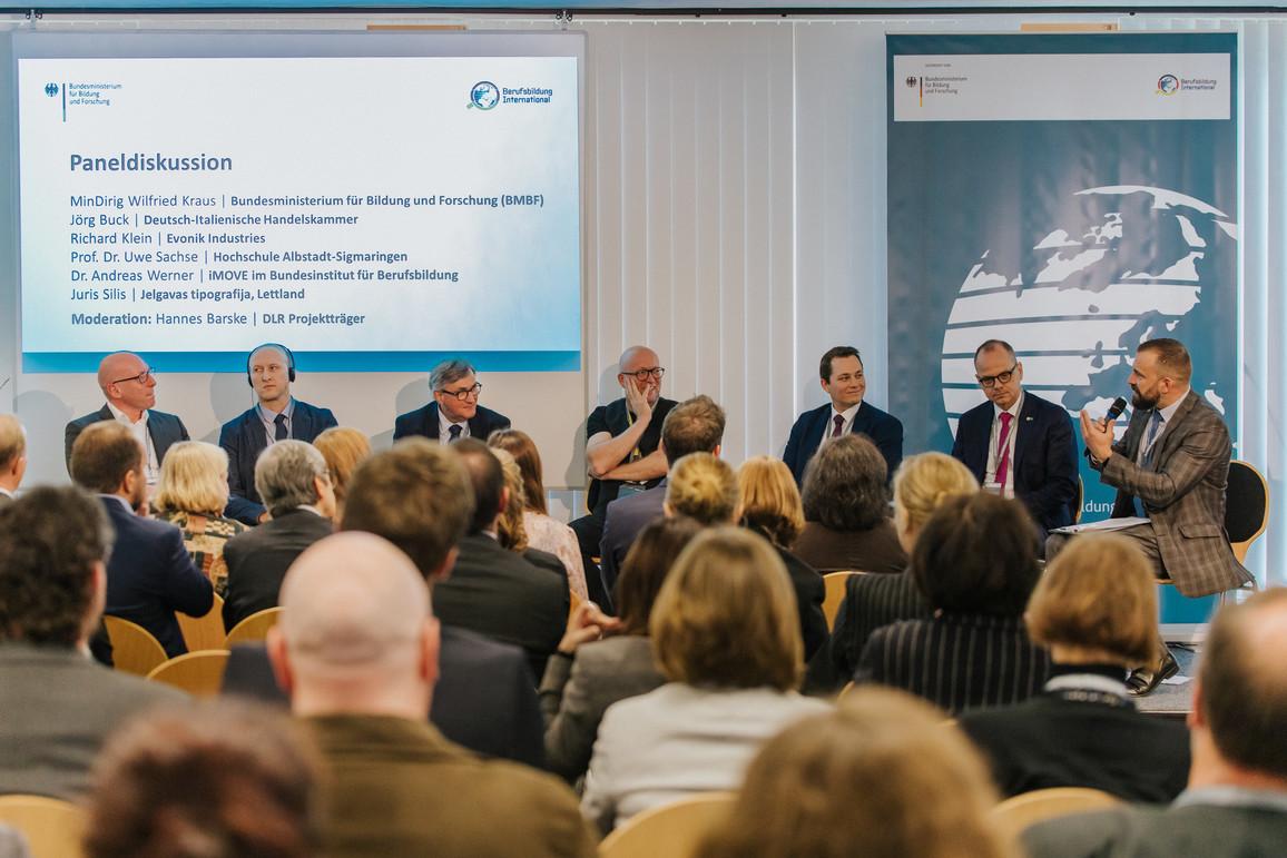 """Paneldiskussion BMBF-Konferenz zur """"Internationalisierung der Berufsbildung"""" - Fokus digitaler Wandel"""