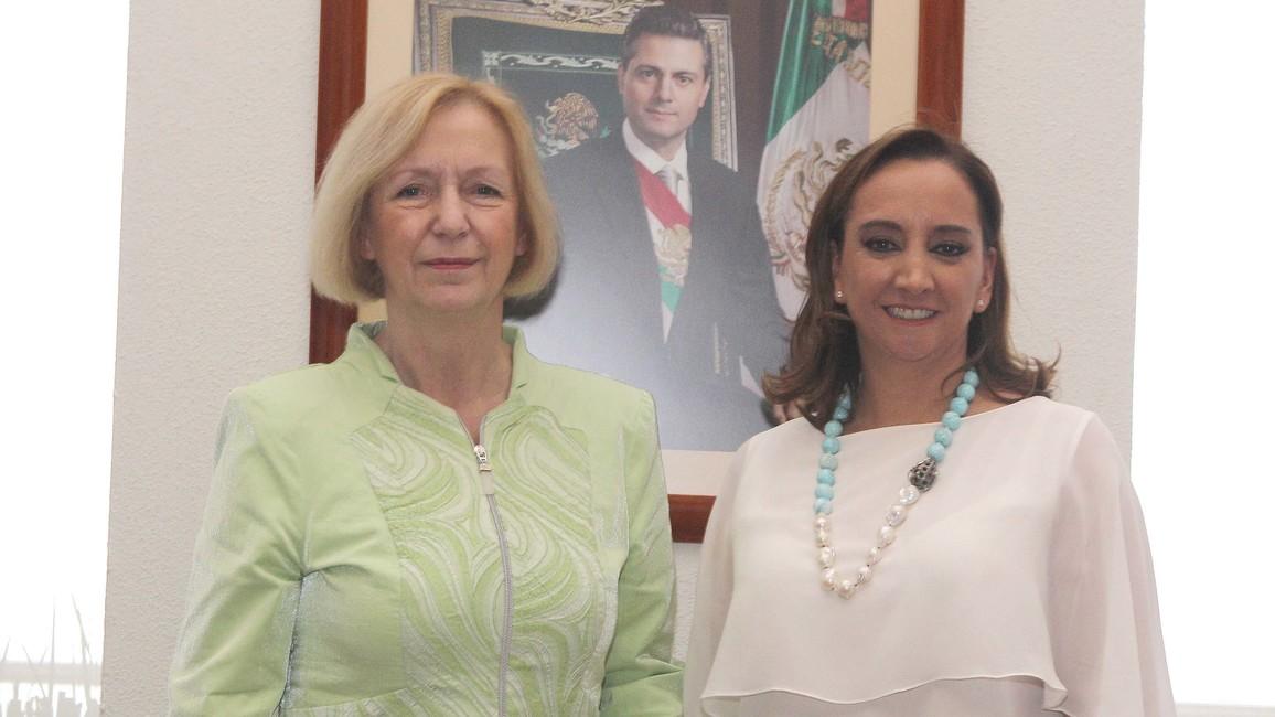 Bundesministerin Johanna Wanka neben der mexikanischen Außenministerin Claudia Ruiz Massieu