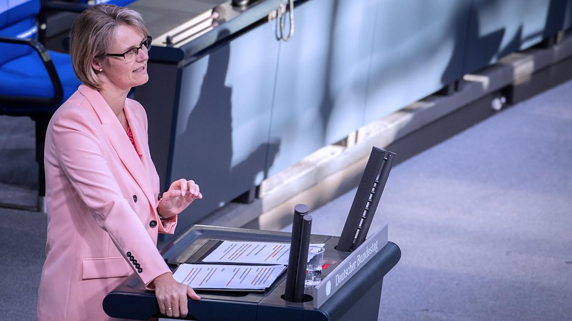 Bundesministerin Anja Karliczek im Rahmen der Debatte 'Unterstützung von Wissenschaft und Studierenden'