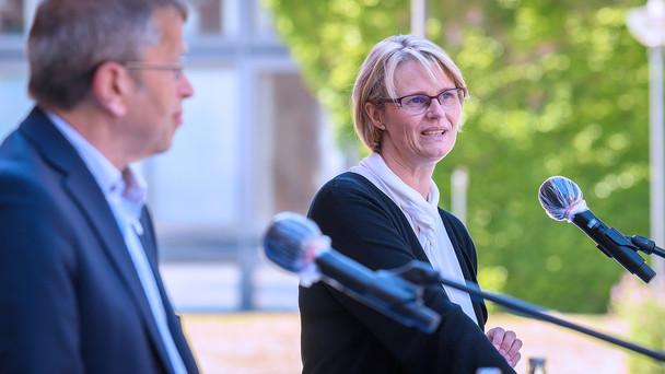 Bei ihrem abschließenden Statement dankte Bundesministerin Anja Karliczek der Charitè für ihre Arbeit.
