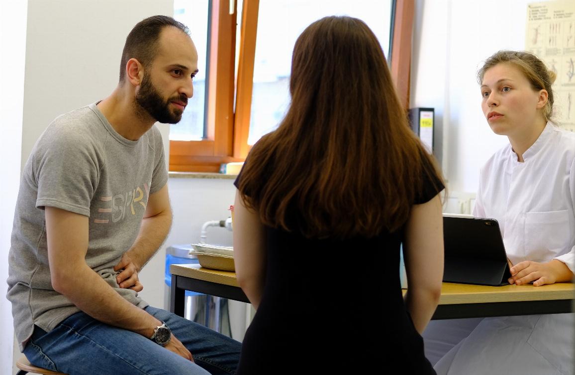 Die Medizinische Flüchtlingshilfe Düsseldorf hilft Geflüchteten unter anderem beim Arztbesuch.