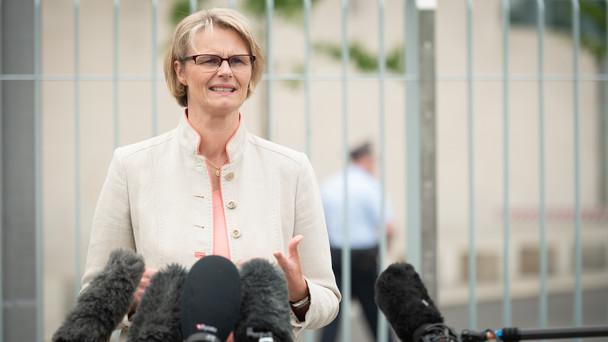 """Bundesministerin Anja Karliczek bei der Präsentation des Bundesprogramms """"Ausbildungsplätze sichern""""."""