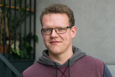 Marco Krüger ist seit 2015 wissenschaftlicher Mitarbeiter am IZEW. Seine Forschung befasst sich mit der Rolle von Resilienz und vorherrschenden Normalitätsvorstellungen im Sicherheitsbereich sowie mit Fragen der Sicherheitsethik.