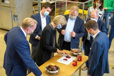 Ministerin Karliczek besucht das Deutsches Institut für Lebensmitteltechnik e. V.