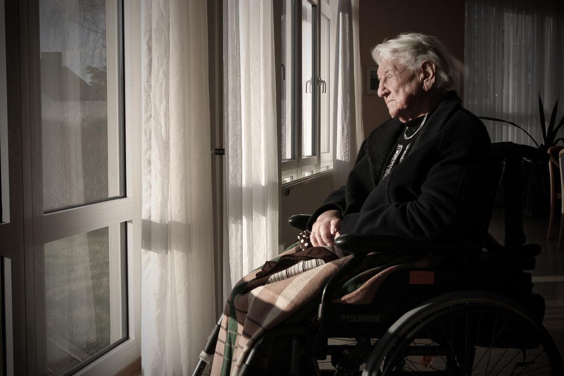 Rentnerin im Pflegeheim