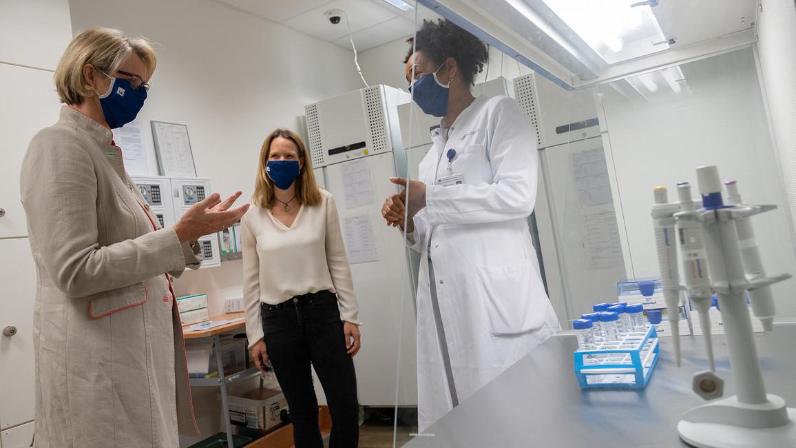 Anja Karliczek besucht das Universitätsklinikum Hamburg-Eppendorf