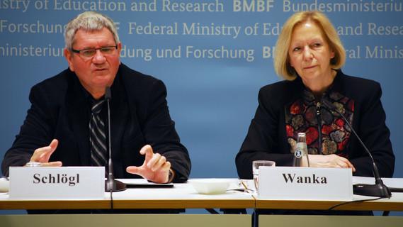 Vorstellung der vier ausgewählten 'Kopernikus-Projekte: Bundesforschungsministerin Johanna Wanka gibt die vier Kopernikus-Projekte bekannt.