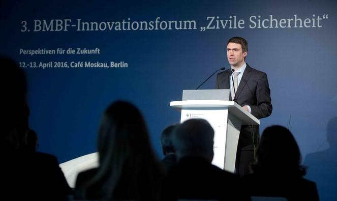Stefan Müller, Parlamentarischer Staatssekretär bei der Bundesministerin für Bildung und Forschung, während seiner Rede