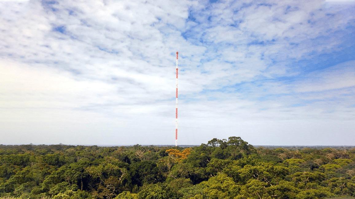 Der 325 Meter hohe ATTO-Turm wurde am 15. August 2015 eingeweiht.