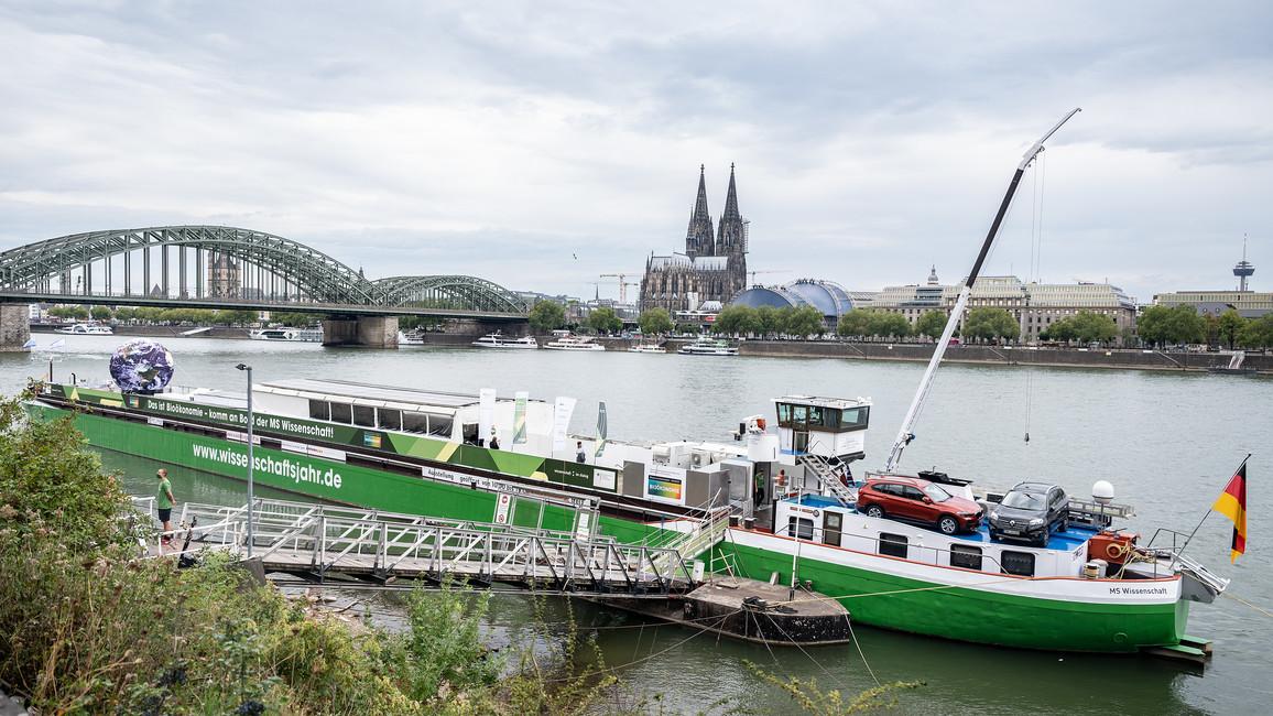 Die MS Wissenschaft macht auf ihrer Reise durch Deutschland Station in Köln.