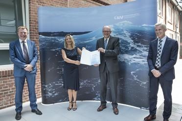 Vertragsunterzeichnung am AWI, Bremerhaven für die neue Uthörn.