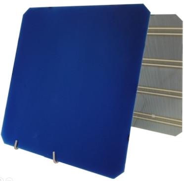 Die ZEBRA-Solarzelle ist sehr schmal und ihre Vorderseite vergleichsweise unauffällig, weil ihre Kontakte und Anschlüsse auf der Rückseite angebracht sind.