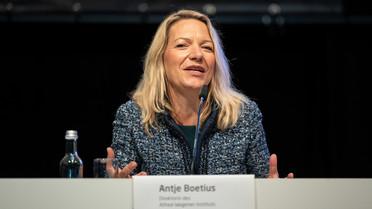 """&quotDer beispiellose Einsatz von so vielen Unterstützern aus der ganzen Welt ermöglichte uns diesen wissenschaftlichen Durchbruch in der Arktisforschung"""", sagt Professorin Boetius."""