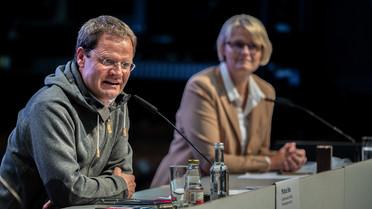 """&quotWenn wir die Klimaerwärmung nicht sofort und massiv bekämpfen, wird das arktische Eis im Sommer bald verschwunden sein, mit unabsehbaren Folgen für Wetter und Klima auch bei uns"""", warnt Expeditionsleiter Prof. Markus Rex."""