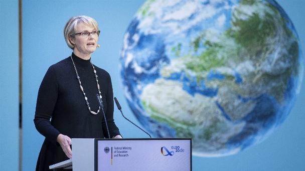 """Anja Karliczek beim """"European Forum on Science & Education for Sustainability 2020"""": """"Wir wollen Europa bis 2050 zum ersten klimaneutralen Kontinent machen""""."""