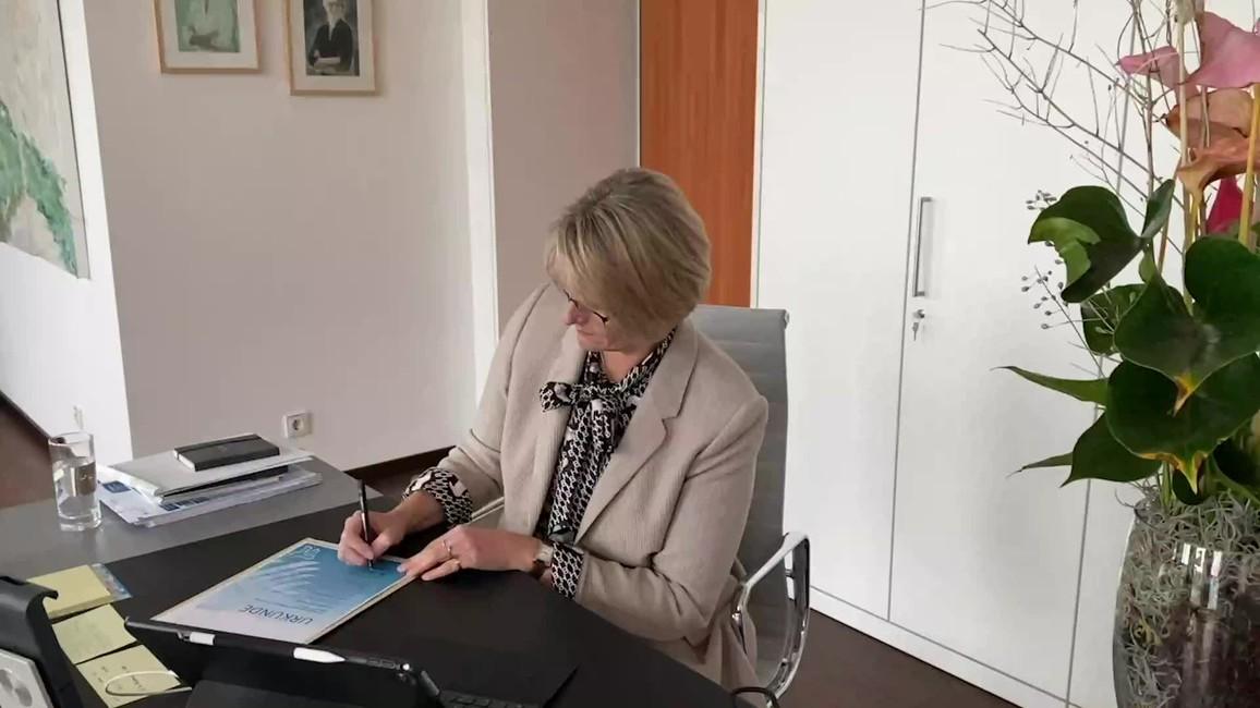 Poster zum Video Carbon2Chem – Ministerin zur 2. Förderphase
