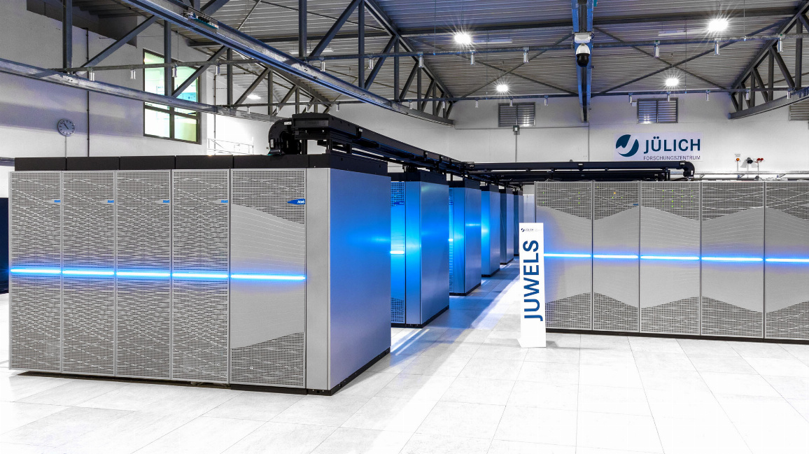 "Der Supercomputer ""JUWELS"" mit seinem neuen Booster-Modul am Forschungszentrum Jülich."