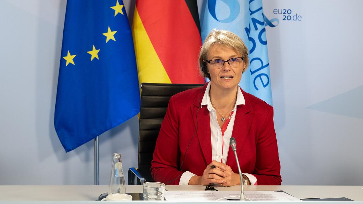 Anja Karliczek in der Pressekonferenz nach dem Formellen Rat der europäischen Forschungsminister und -ministerinnen.