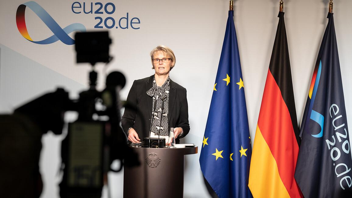 Bundesministerin Anja Karliczek im Rahmen der Pressekonferenz zu QuNet