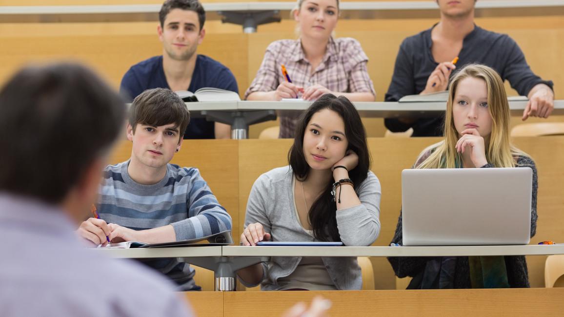 Studenten während einer Vorlesung im Hörsaal