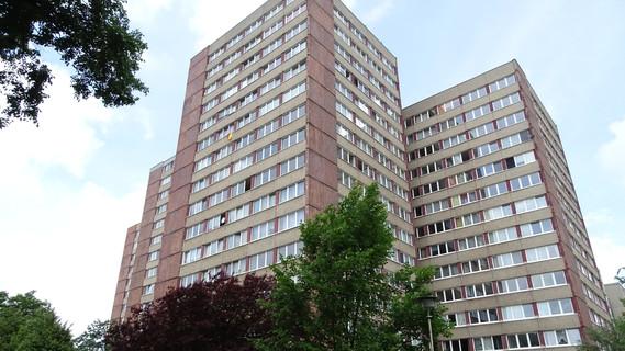 Das Bild zeigt einen Plattenbau in Frankfurt/Oder, der im Rahmen des Forschungsprojekts zu einem Mehrgenerationenhaus umgerüstet werden soll.