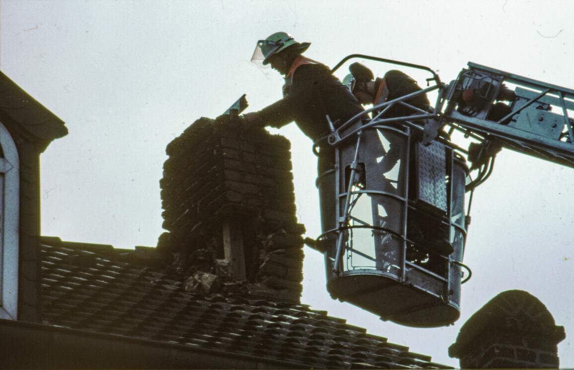 Diese Aufnahme des Wissenschaftlers Benno Hoffmeister vom April 1992 zeigt beschädigte Gebäude im Umland von Aachen nach demRoermond-Beben
