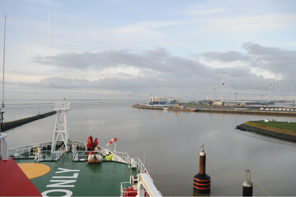 Das Forschungsschiff SONNE läuft am 8. Januar 2021 aus dem Hafen in Emden aus und nimmt Kurs auf den Atlantik