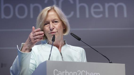 Bundesforschungsministerin Johanna Wanka beim Start des Projekts Carbon2Chem