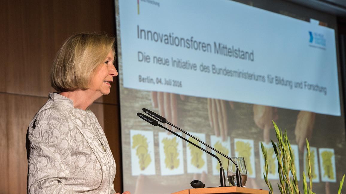 Bundesforschungsministerin Johanna Wanka eröffnet die Auftaktveranstaltung der Initiative Innovationsforen Mittelstand