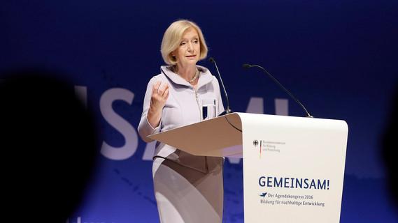 Bundesbildungsministerin Johanna Wanka spricht auf dem Agendakongress 2016 Bildung für nachhaltige Entwicklung