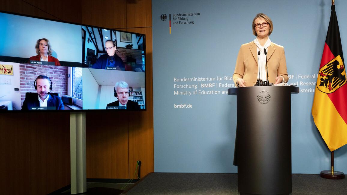 Bundesforschungsministerin Anja Karliczek gibt im Rahmen einer Pressekonferenz die Gewinner im Wettbewerb 'Clusters4Future' bekannt.