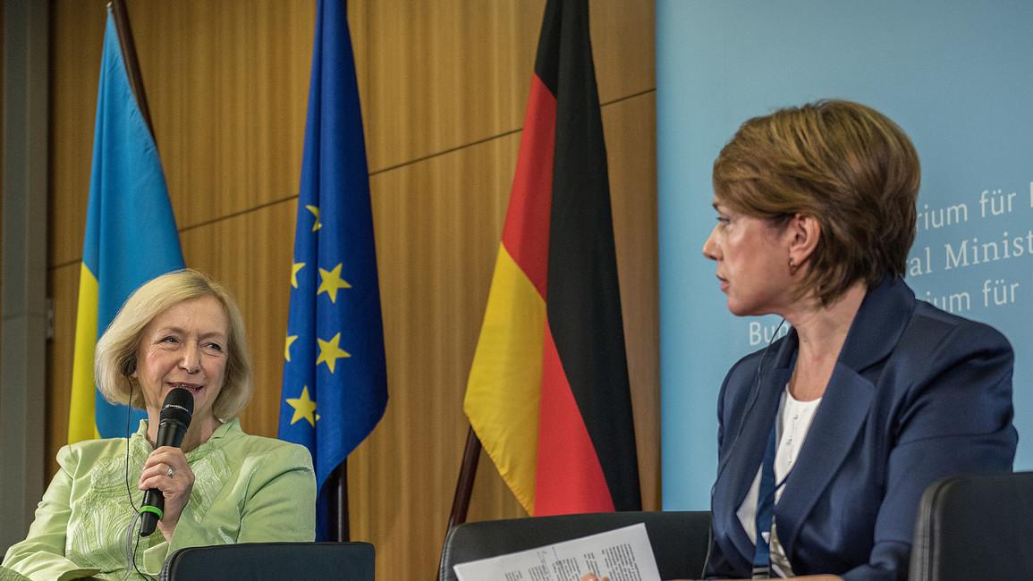 In Berlin trafen sich die Bundesbildungsministerin Johanna Wanka und die ukrainische Ministerin für Wissenschaft und Bildung, Lilija Hrynewytsch, zum Deutsch-ukrainischen Dialog