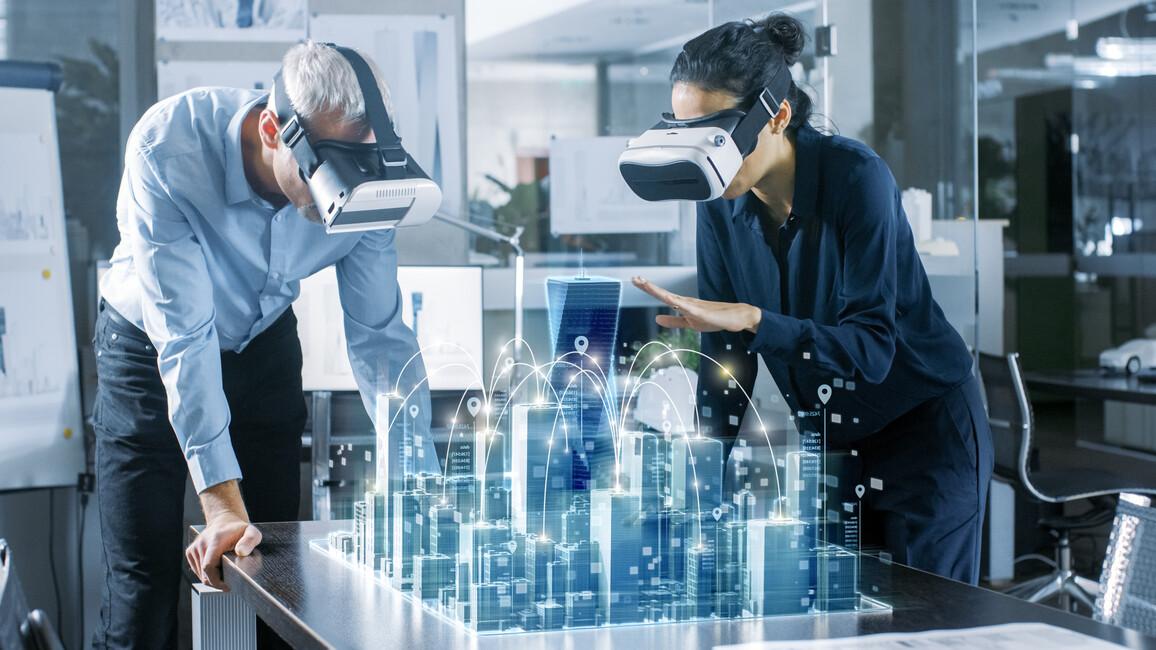 Ingenieure mit VR-Brillen