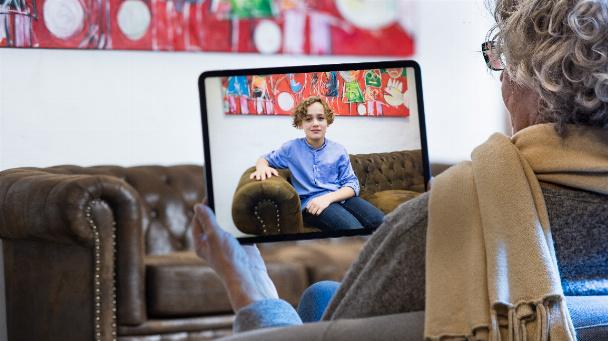"""Nähe trotz Distanz: Im Forschungsbereich """"Mixed Reality and Visualization"""" (mirevi) an der Hochschule Düsseldorf werden interaktive Anwendungen für die Kommunikation von morgen entwickelt."""