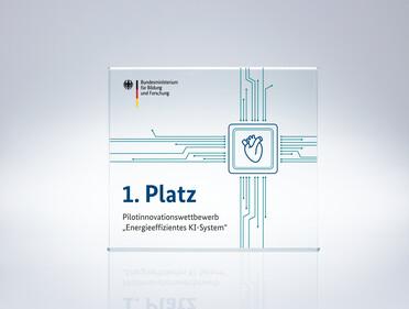 "Pokal des Pilotinnovationswettbewerbs ""Energieeffizientes KI-System"""