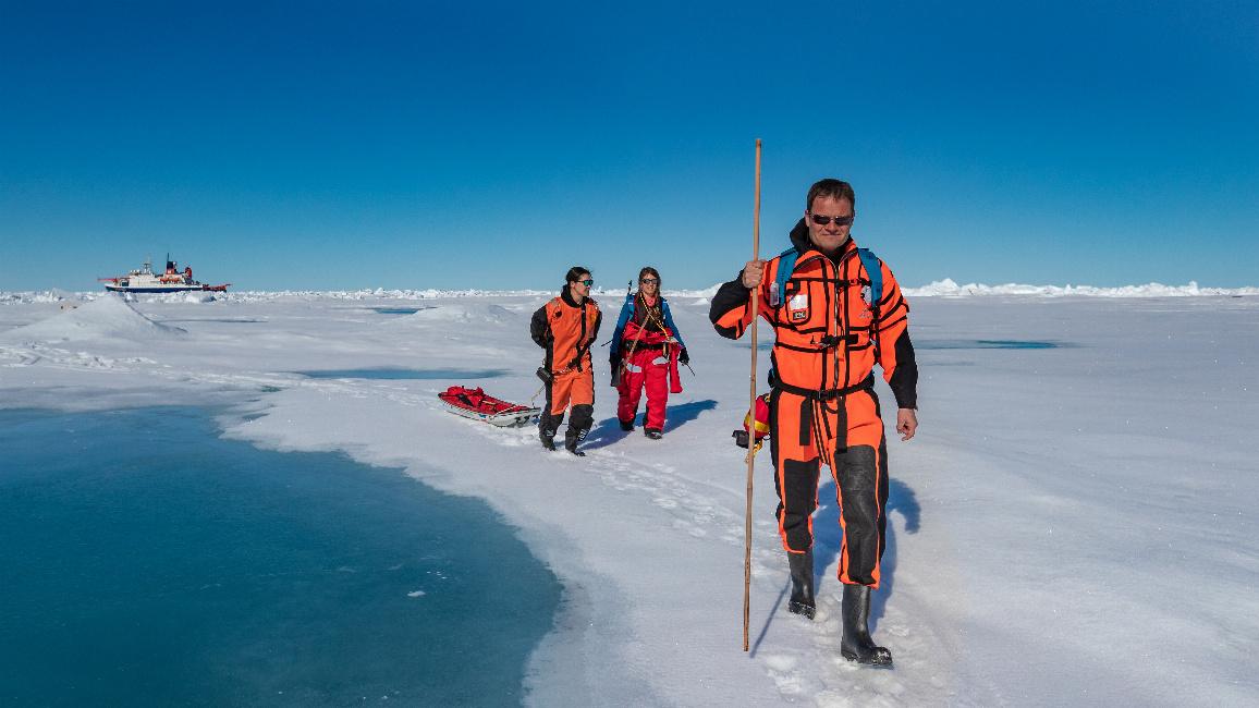 Prof. Markus Rex, Leiter der MOSAiC-Expedition, unterwegs im Eis