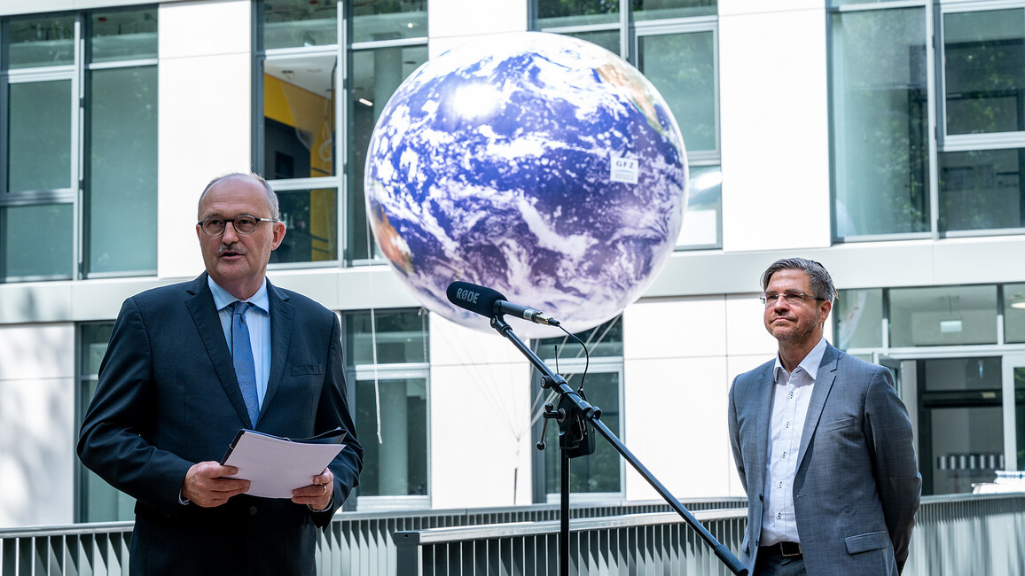 Staatssekretär Meister eröffnet Laborgebäude am Geoforschungszentrum