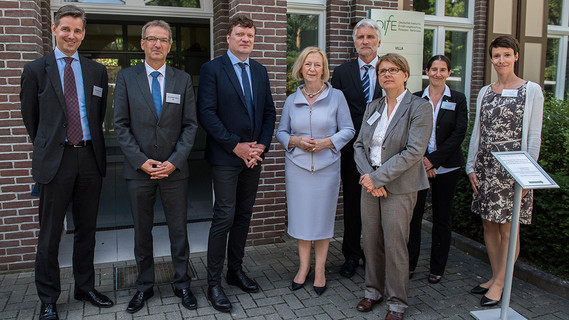 Im Rahmen ihrer Sommerreise besuchte Bundesministerin Johanna Wanka das Deutsche Institut für Ernährungsforschung