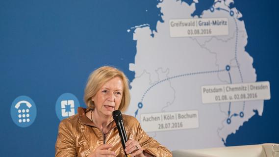 Zum Abschluss ihrer Sommerreise kam Bundesministerin Johanna Wanka in Graal-Müritz mit Bürgern ins Gespräch