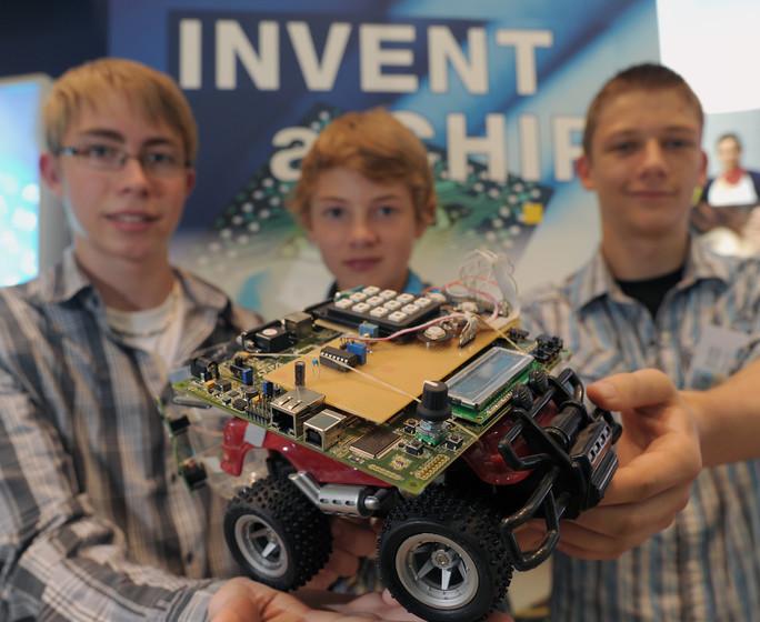 """Einer der Gewinner-Chips aus der Vergangenheit: Der """"Servocontroller"""", eine präzise Drehzahl- oder Drehmomentsteuerung für Modellautos aber auch größere Maschinen, kann Motoren steuern."""