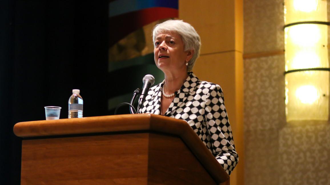 Cornelia Quennet-Thielen, Staatssekretärin im Bundesministerium für Bildung und Forschung, während ihrer Rede im Rahmen der GAIN-Jahrestagung 2016 in Washington.