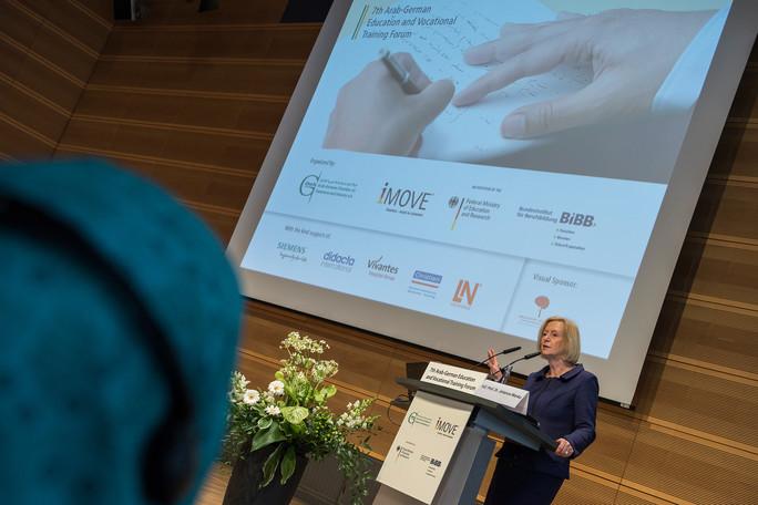 Bundesbildungsministerin Johanna Wanka hält auf dem 7. Arabisch-Deutschen Bildungsforum ein Grußwort.